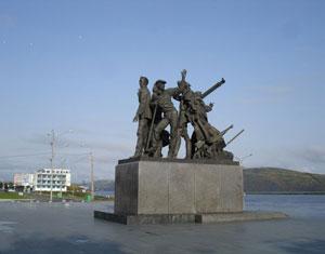 Большой размер.  Комсомольск-на-Амуре.Памятник первостроителям города.